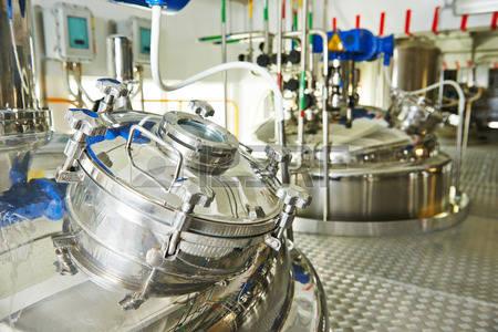 38347622-equipement-d-usine-pharmaceutique-r-servoir-de-m-lange-sur-la-ligne-de-production-en-usine-de-fabric